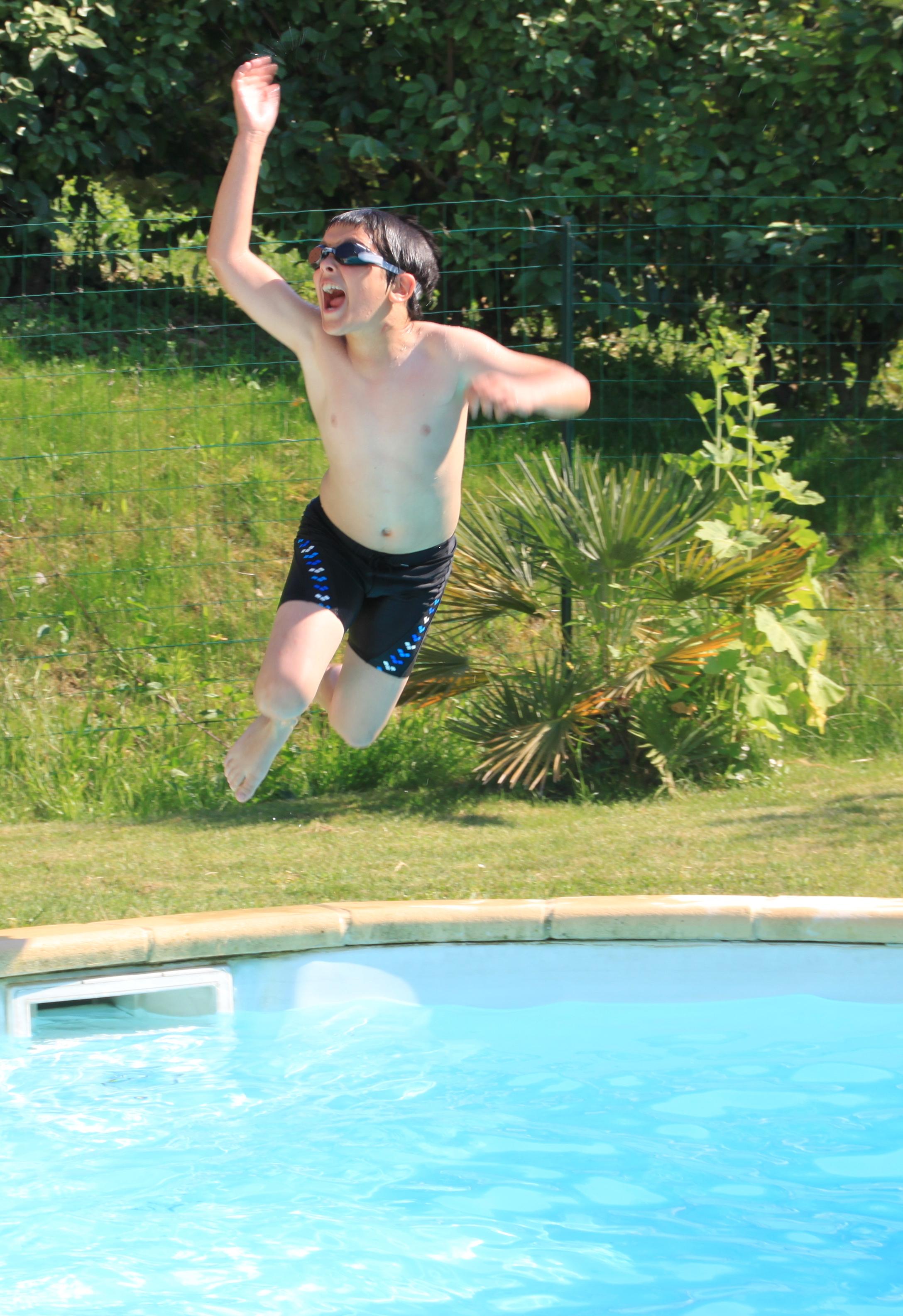 Moment de délire dans la piscine des Vergers de la Bouligaire