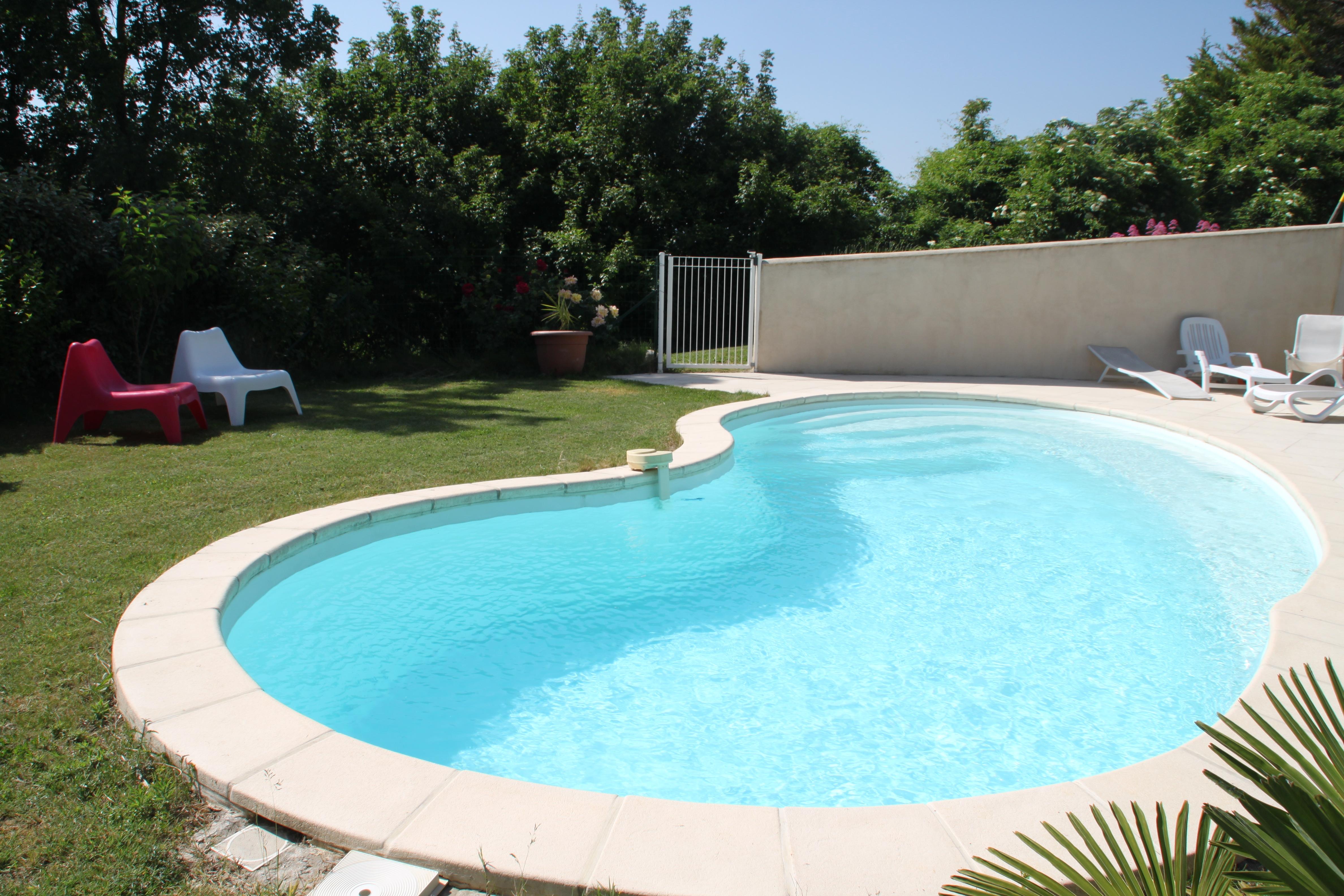 La piscine sécuréisée aux Vergers de la Bouligaire