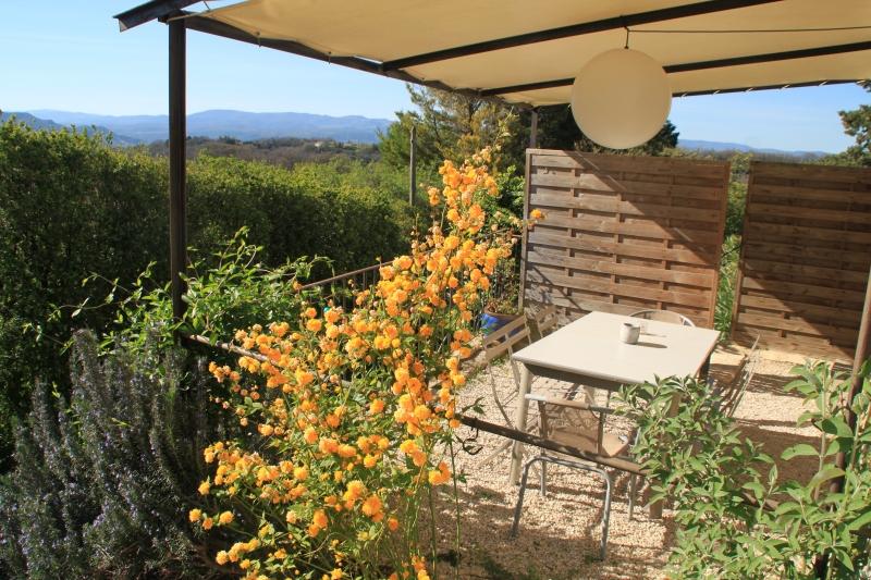 La terrasse privative du gîte chez Louisette & Marius