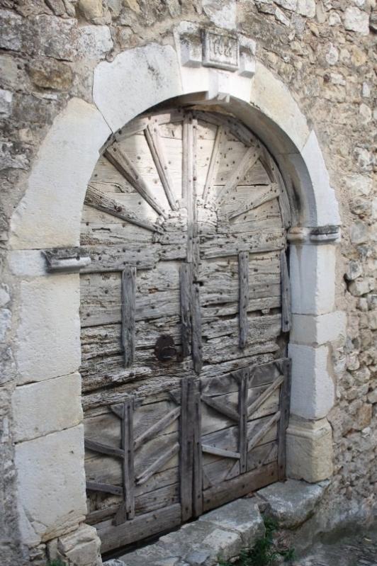 Porte traditionnelle du village de Mirmande